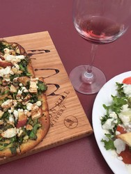 flatbread pizza paired with Heron Hill wine
